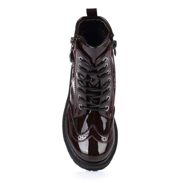 Стильные лаковые ботинки