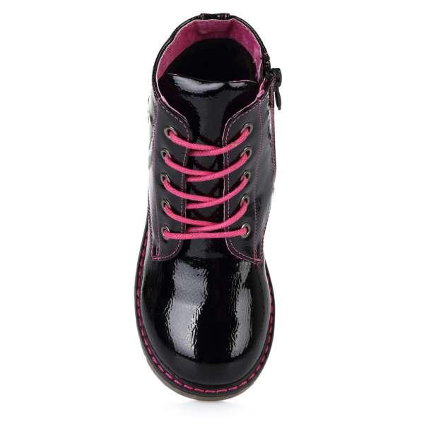 Ботинки с яркими шнурками
