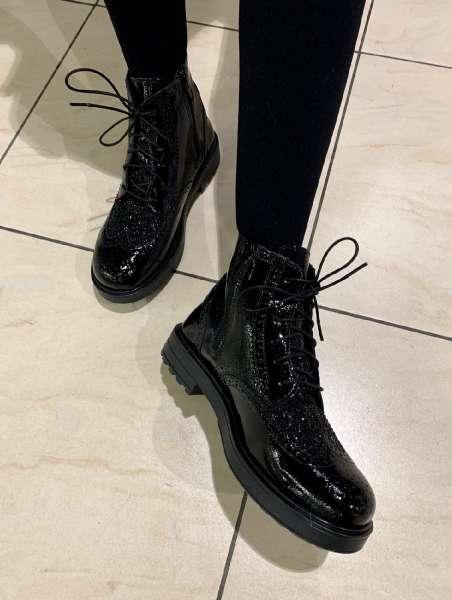Ботинки с глиттером на шнуровке