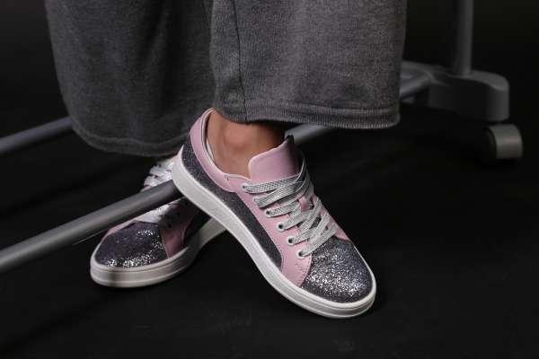 Розовые кроссовки с глиттером